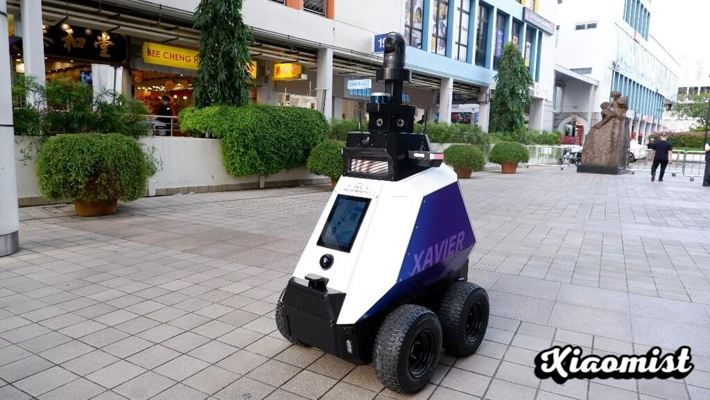 Singapore already uses patrol robots: night vision and 360º cameras to monitor that groups of more than five people do not form