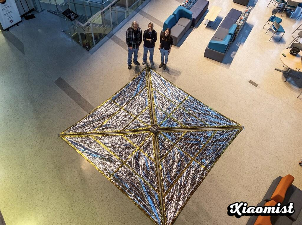 They propose a new solution to end space debris: attach 18 m2 trawl sails to satellites